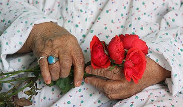 حضور در خانه سالمندان