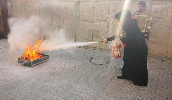 کارگاه عملی تبیین نکات ایمنی و اطفای حریق با حضور عوامل آتش نشانی